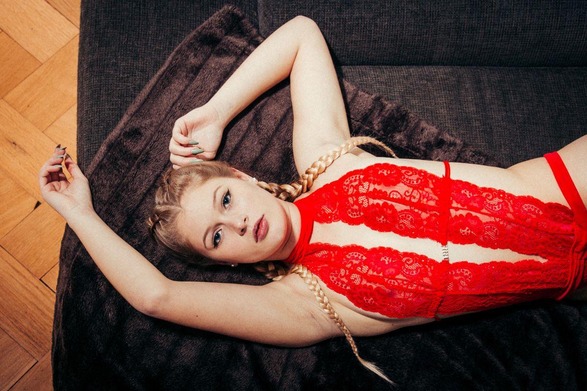 dirkpult fotografie dessous 1689 01 9583 - Alina in Red Series