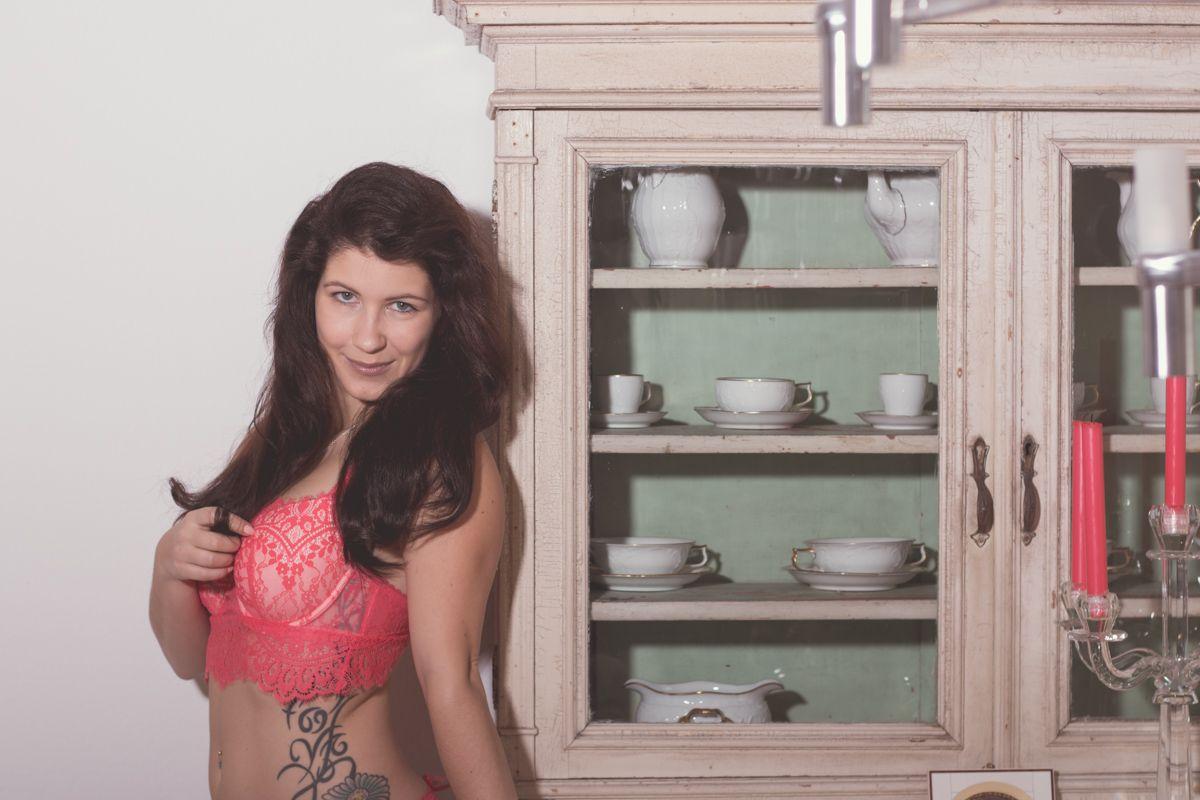 dirkpult fotografie sensual 1689 01 8049 - Monika in Red